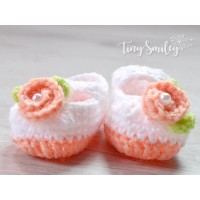 Crochet flower baby girl booties, Newborn shoes, Handmade girl booties