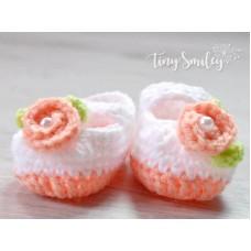 Crochet flower baby girl booties, Newborn shoes, Handmade girl booties